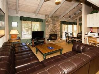 Sunshine Village 2 Bedroom Condo with Lots of Space ~ RA571, Lagos Mammoth