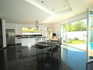 Villa Cascade Luxury modern