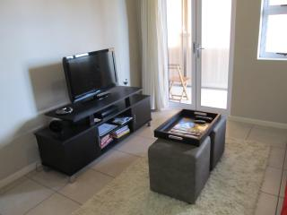Lounge with 32' LCD TV, DVD and iPod docking station