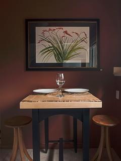 Enjoy your self catered meals on the maple pastry table with live edge overlays.
