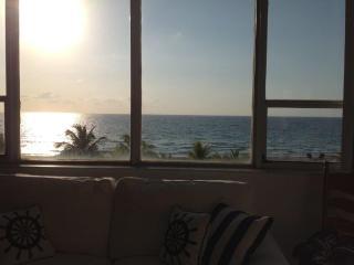 Direct ocean view tropical getaway in Miami Beach