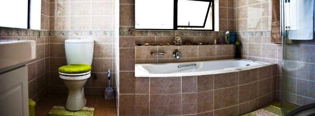 Full en-suite bathroom