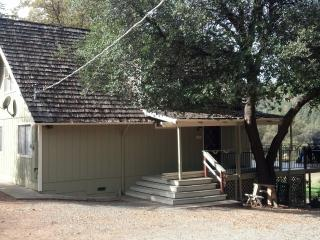 Near Yosemite - 3 Bedroom, 2 Bath- Sleeps 8, Groveland