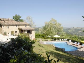 4 bedroom Italian villa with very private  pool, Gualdo