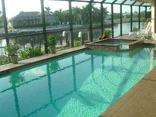 Copperfield Ct. Upscale Luxury Home! Great Decor!, Marco Island