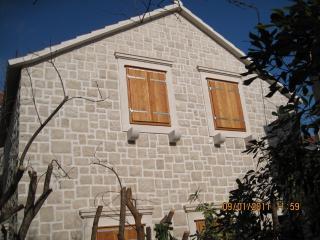 Stone house Sanda, Kastel Novi