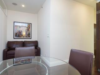 Sleeps 5! 2 Bed/1 Bath Apartment, Midtown East, Awesome! (8335)