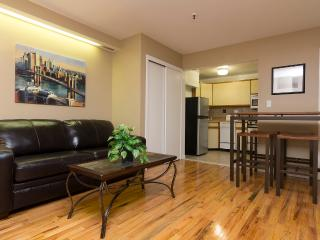 Sleeps 5! 2 Bed/1 Bath Apartment, Midtown East, Awesome! (8377)