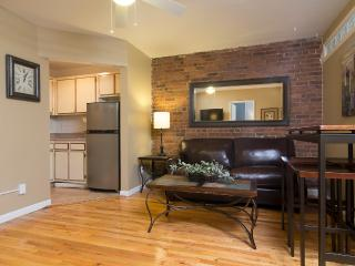 Sleeps 5! 2 Bed/1 Bath Apartment, Midtown East, Awesome! (8378)