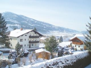 Sunny apt., amazing view, big balcony, Ski Amadé