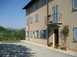 Restored country house & pool in italian wine region, Santo Stefano Belbo