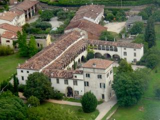 Apartment Villa Verità in historic Villa dating back to XVI century, only 10 min out of Verona city centre, Arbizzano
