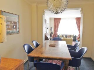 BELGRAVIA / CHELSEA 2 bed 2 bath apartment with Porter, Londres