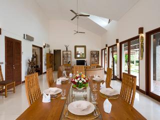 Dining and living area, villa Griya Aditi