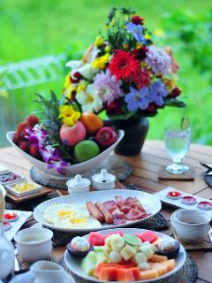 Breakfast with flowers