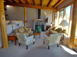Views, Free Shuttle, Fireplace, King Bed, Pool!, Keystone