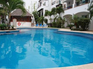 Economic and pretty  nice  condo in town Gaviotas !, Playa del Carmen