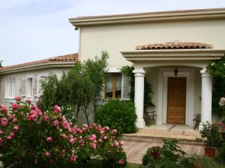 Villa Verona sleeps 8 with 4 bedrooms two Bathroom, Vidauban