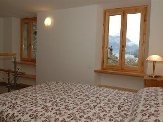 Holiday rental Porlezza - First floor (sleeps 4)