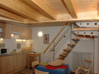 Holiday rental Porlezza - First floor (sleeps 4)