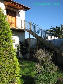 Bellevue Suite-stairs
