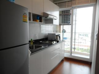 1 BR+ Self-contained Condo, WIFI/BTS Central Bangkok