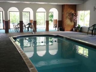 NEW Storyland Vacation Rental. Pools WIFI
