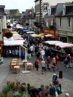 The traditional market takes place every Monday morning in town ; just walk there front the campsite