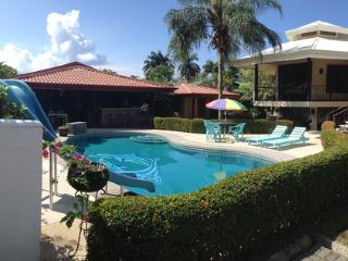 Beautiful Home with pool!!, Golfito