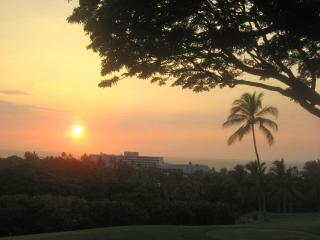 Another Kona sunset from the lanai, looking to the Sheraton resort