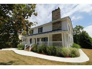 Ideal and idyllic location to begin your Niagara on the Lake adventure/ 5 minute walk to downtown