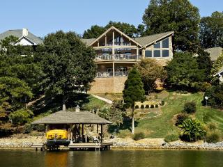 $2Million Estate Right on Tellico Lake Boat dock, Loudon