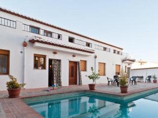 Casa bonita with pool, lovely views, WiFi, Granada-coast