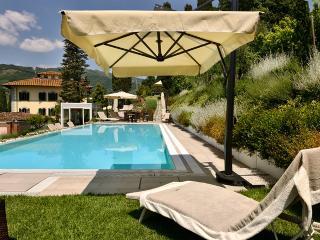Beautiful Historic Villa Parri in Tuscany Countryside
