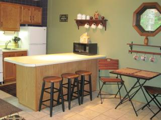 THE BREW SPOT...kitchen and dining