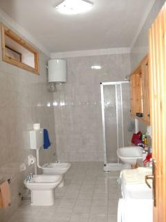 Gino House: Bathroom