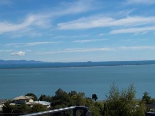 Brookland Seaview, Sea and mountain views from your room, Nelson
