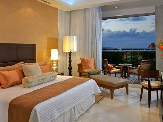 Bedroom Setting - Example of Layout (Photo by Rigoberto Moreno - AHA Universo - Riviera Maya)