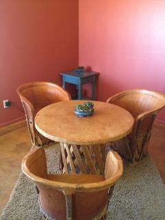Comfy dining, seats 4