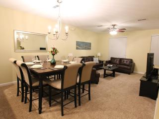 BRAND NEW LUXURY VISTA CAY TOWNHOME NEAR UNIVERSAL, Orlando