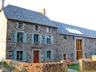 Holiday House France, Pool, Games Room sleeps 14+, Auvergne