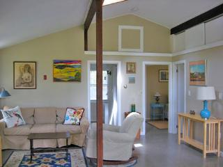 Sunny, Spacious, Peaceful Cottage, Avail Nightly