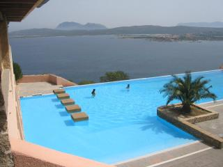SARDINIA: SEA VIEW APT. IN BEAUTIFUL RESORT