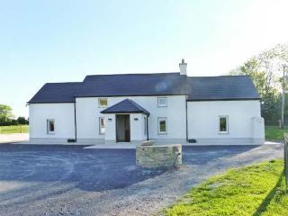 BEECH LANE FARMHOUSE, pet-friendly, off road parking, front and rear gardens, in Gowran, Ref 18513