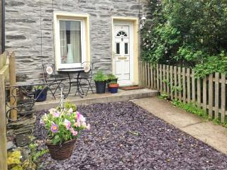 PILI PALAS, pet-friendly, enclosed garden, superb location, beautiful views, in Blaenau Ffestiniog Ref 22025