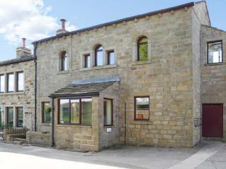 STABLE LOFT, en-suite facilities, romantic cottage, great views, near Haworth