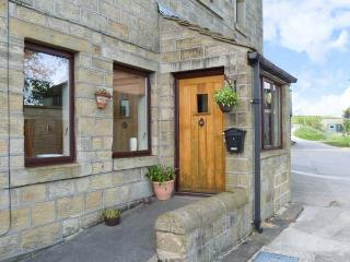 STABLE COTTAGE, pretty views, romantic cottage, en-suite facilities, near Haworth, Ref. 22471