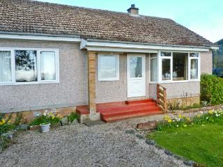 CLINT COTTAGE, single-storey pet-friendly cottage, en-suite, St Boswells nr Newt
