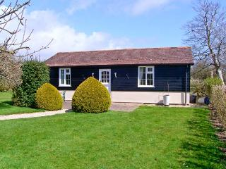 THE BOTHY, romantic cottage, en-suite facilities, all ground floor, in village o