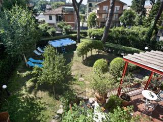 Apartment in Rome with garden in a quite Area North Rome,wifi,barbecue, buses,services, Roma